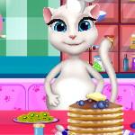 Беременная Анжела готовит пирог