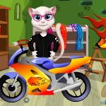 Кот Том собирает мотоцикл