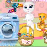 Говорящая Анжела стирает игрушки