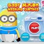 Малыш миньон стирает одежду