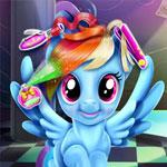 Маленькая пони в парикмахерской